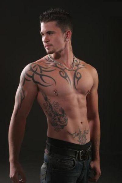 tribal na piersi męski