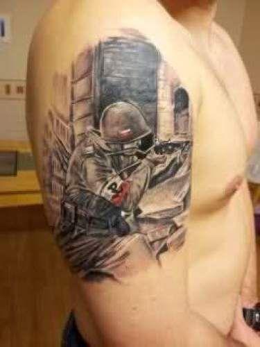 Tatuaż Patriotyczny Na Ramie
