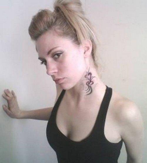Kobiecy Tatuaż Na Szyi