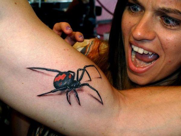 Tatuaż Pająk 3d Na Bicepsie