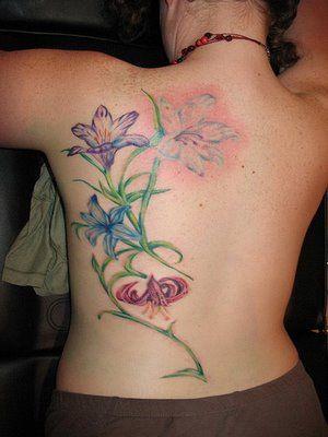 kolorowe kwiaty na plecach