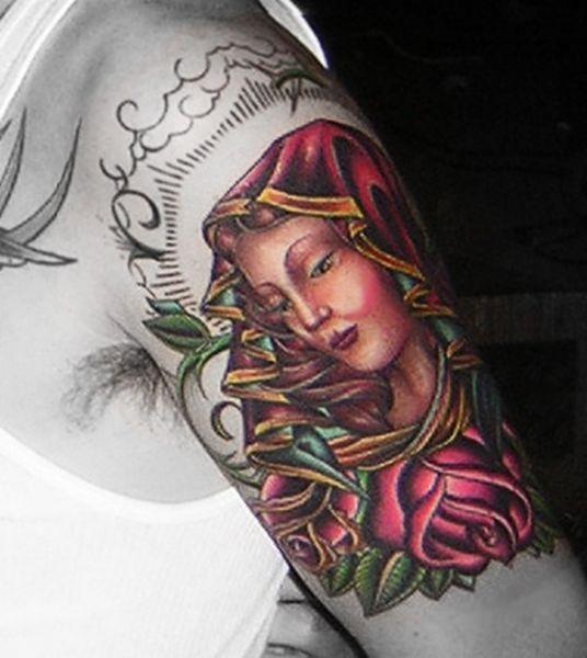 Tatuaż Matka Boska Na Ramieniu