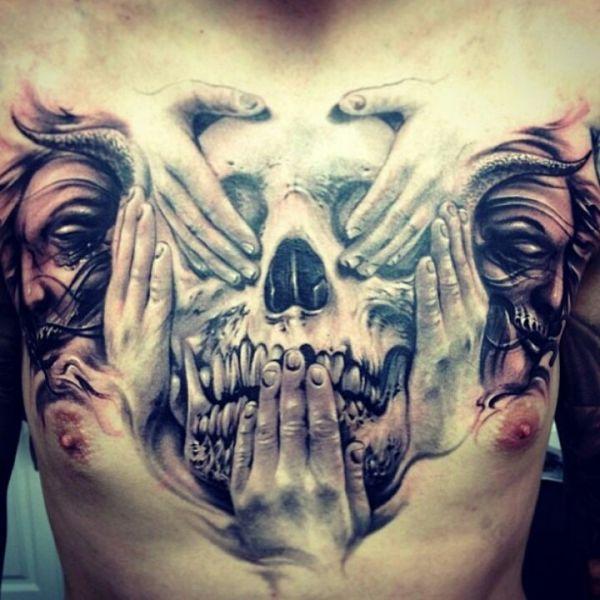 tatuaż czaszka na piersi
