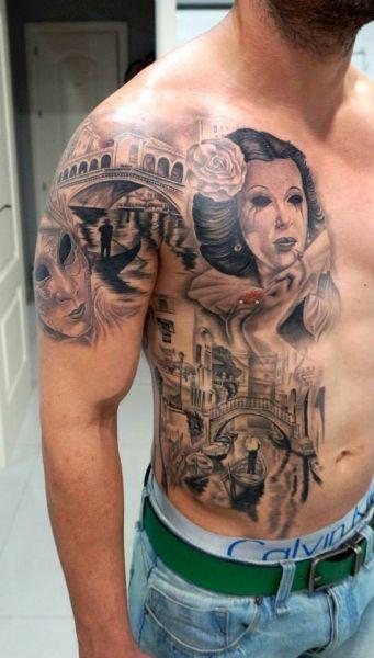 tatuaż na piersi