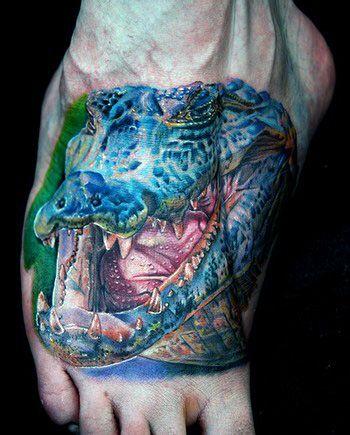 tatuaż krokodyla na stopie