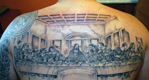 tatuaż ostatnia wieczerza na plecach