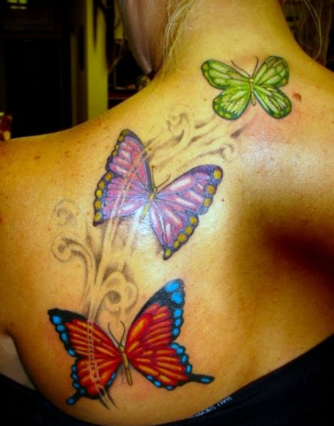 Tatuaże Kolorowe Motyle Na Plecach