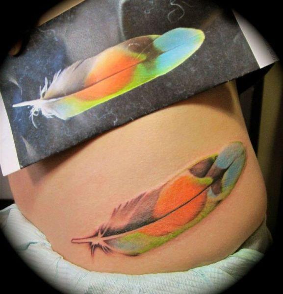tatuaże dla dziewczyn piękne pióro