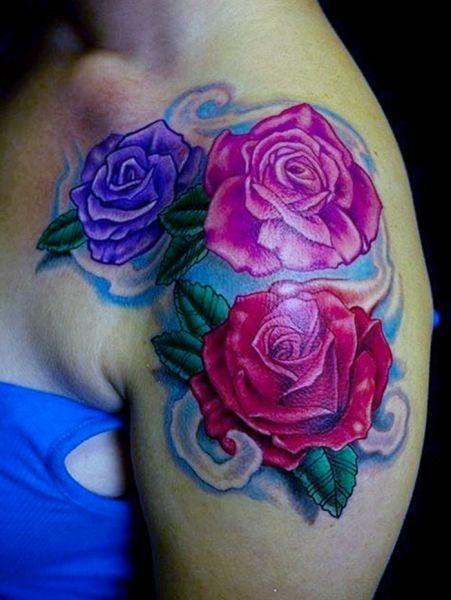 tatuaże damskie kolorowe róże