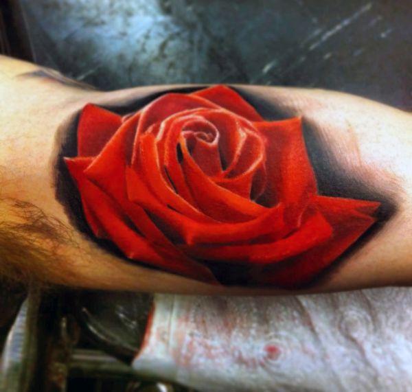tatuaż czerwona róża