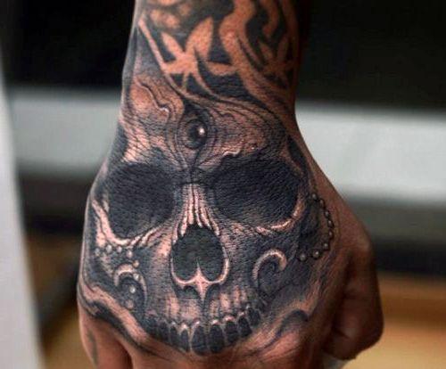 tatuaże 3d czaszka na dłoni