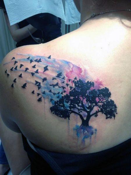tatuaże damskie drzewo na plecach
