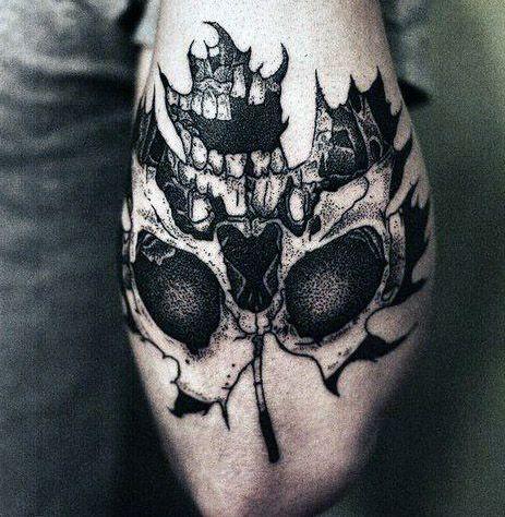 tatuaże 3d czaszka na liściu