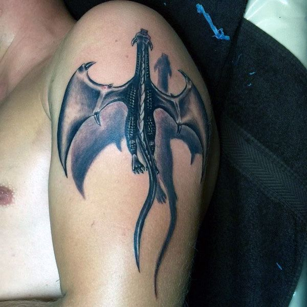 tatuaże 3d smok na ramie