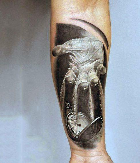 tatuaże 3d dłoń i zegar