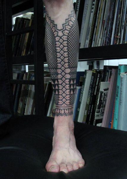 black pattern leg tattoo