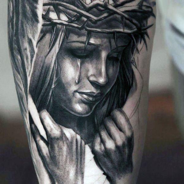 tatuaż kobieta w cierniowej koronie