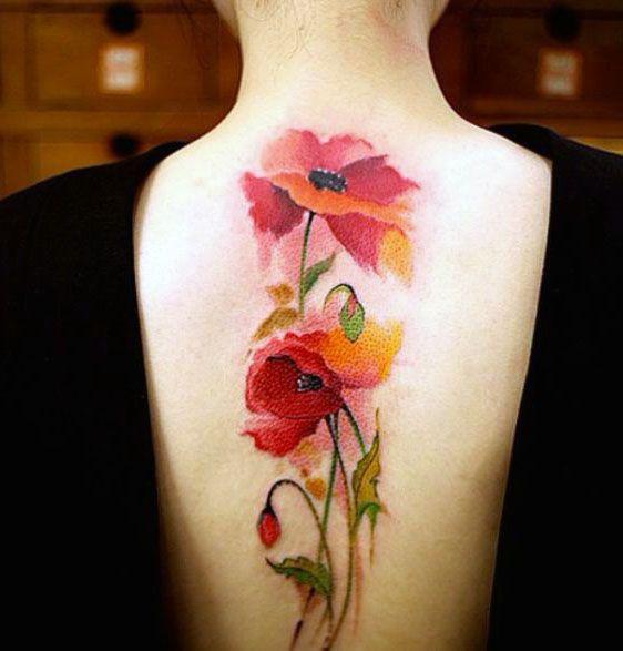 tatuaże damskie czerwone kwiaty