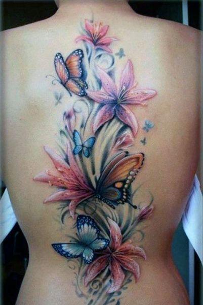 tatuaż kolorowe kwiaty i motyle