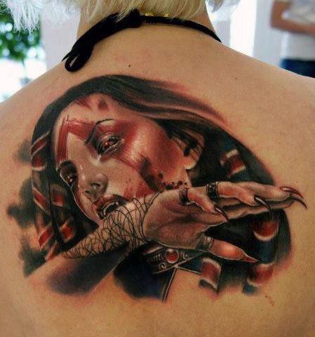 tatuaże na plecach wampirzyca
