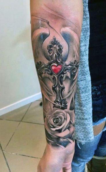 tatuaże religijne krzyż z sercem
