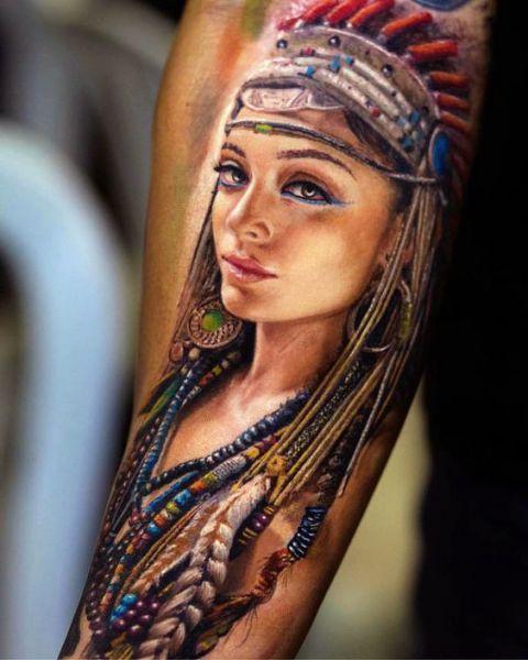 tatuaż indianki na ręce