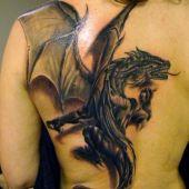 tatuaże smoki na plecach 3D