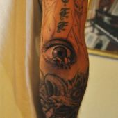 tatuaż na przedramieniu oko
