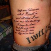 napis na brzuchu i boku