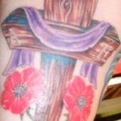 krzyż z kwiatami