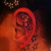 gwiazdki za uchem i na szyi