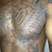 skrzydła i anielica na piersi