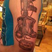 tatuaż wojskowy na ramie
