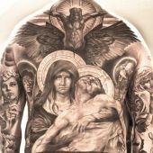 tatuaż religijny na plecach