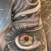 tatuaż oko na dłoni