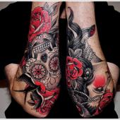 tatuaż róża i czaszka na przedramieniu