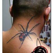 pająk 3d na szyi