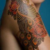tatuaż paw na ramieniu