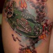 tatuaż wojenny samolot