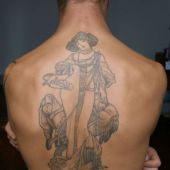 tatuaż geisha na plecach