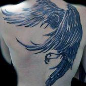 tatuaż kruka na plecach