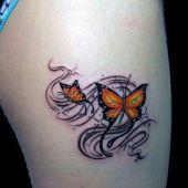 tatuaż motylki na udzie