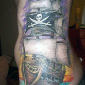 tatuaż statek piracki