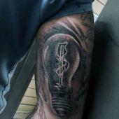 tatuaż żarówki na przedramieniu