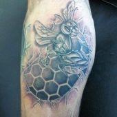 tatuaż pszczoły