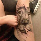 tatuaż lew na udzie