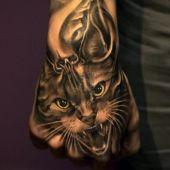tatuaż kota na dłoni 3d