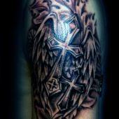 tatuaże krzyże na ramie