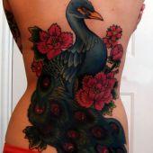 tatuaże damskie paw na plecach