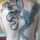 tatuaże na plecach smok i phoenix